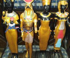 4 تماثيل فرعوني من الحجر ملونه ذهبي ب 800 جنيه المجموعه