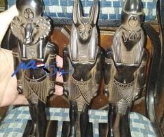 3 تماثيل فرعوني من الحجر الاسود للبيع ب 600 جنيه